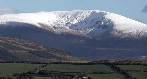 Lugnaquilla Mountain (The Lug), Leinsters highest at 924m and Irelands second highest, sits in the Wicklow countryside, displaying its snow covered peak. 4/3/2006. Photo: Eamonn Farrell/Photocall Ireland.