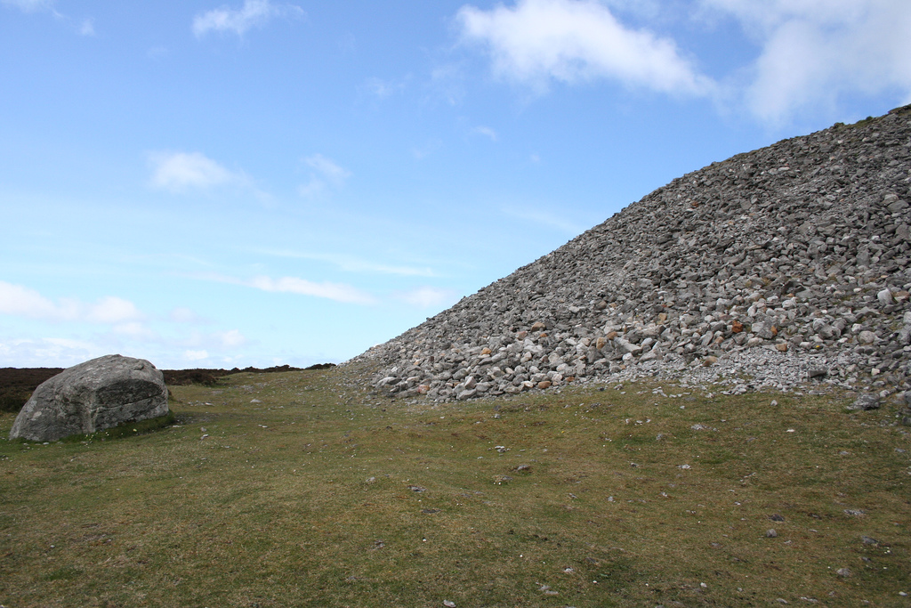 Queen-Maeves-Tomb-Neolithic-Cairn-Knocknarea-Mtn