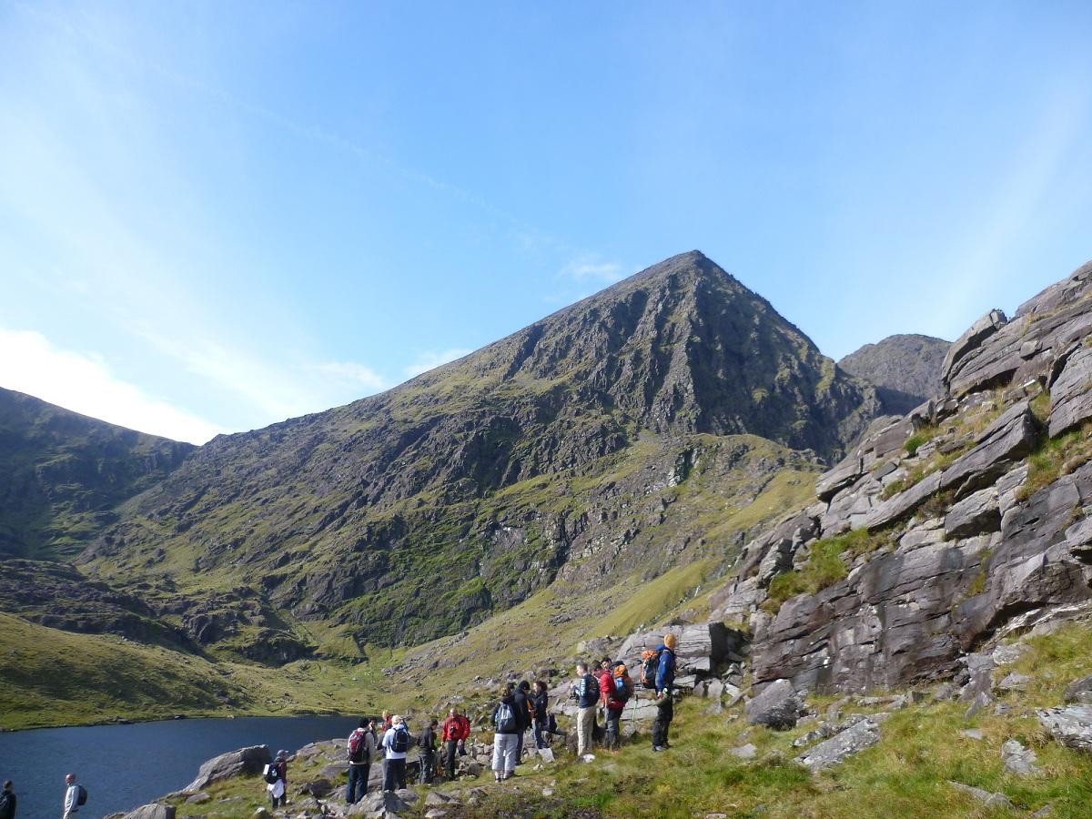 Carrauntoohil adalah gunung tertinggi di Irlandia. Rentang ini tersebar di 100 km2 di jantung Ring of Kerry