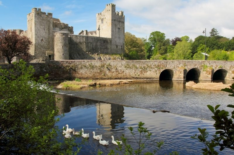 Cahir_Castle_Tipperary_Irelands_Ancient_East